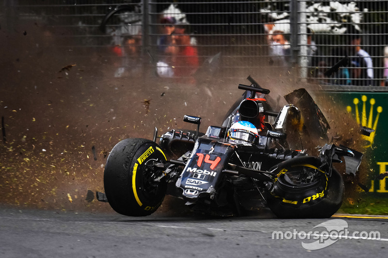 El gran accidente de Fernando Alonso, McLaren MP4-31