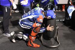 Хорхе Лоренсо, Movistar Yamaha MotoGP, Yamaha в закрытом парке целует шину