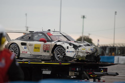 Розбитий автомобіль #911 Porsche Team North America Porsche 911 RSR: Нік Танді, Патрік Піле, Кевін Естр