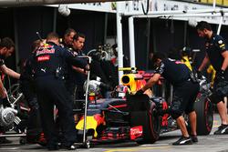 Daniil Kvyat, Red Bull Racing RB12 nella pitlane