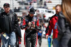 Greg Biffle, Roush Fenway Racing Ford, schreibt Autogramme