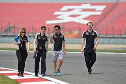 Серхио Перес, Sahara Force India F1 изучает трассу с командой