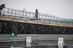 Sneeuw in de pitlane