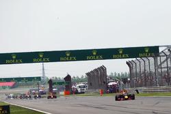 Daniel Ricciardo, Red Bull Racing RB12 suffers a puncture