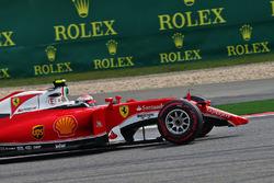 Kimi Raikkonen, Ferrari SF16-H with a broken front wing