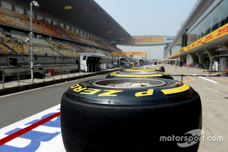 Neumáticos Pirelli en el pitlane