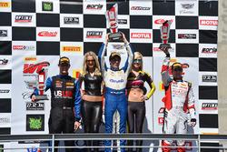 Podio GT Cup: ganador Aled Udell, Global Motorsports Group, segundo lugar Corey Fergus, Motorsports Promotions, tercer lugar Sloan Urry, TruSpeed Autosport