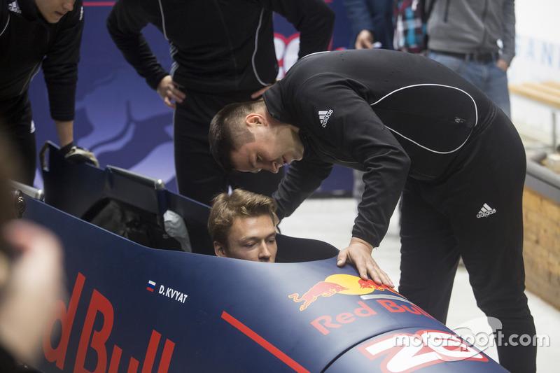 Daniil Kvyat participa de evento com equipe russa de bobsled