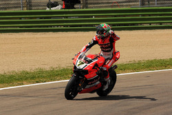 1. Chaz Davies, Aruba.it Racing - Ducati Team, feiert den Sieg