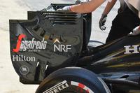 Деталь заднього антикрила McLaren MP4-31
