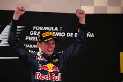 Sieger Max Verstappen, Red Bull Racing feiert auf dem Podium