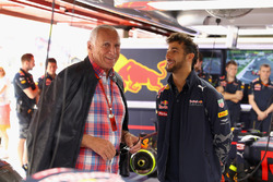 Dietrich Mateschitz, Red Bull owner talks with Daniel Ricciardo, Red Bull Racing