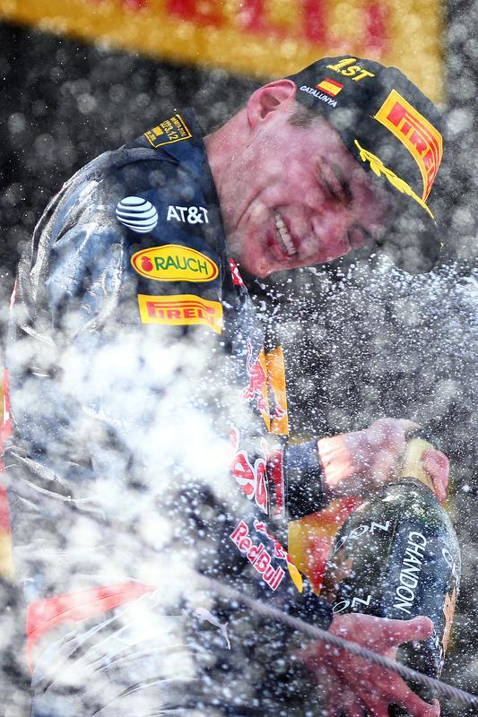 Max Verstappen festeggia la prima vittoria