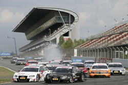 Start: Tom Kristensen, Audi Sport Team Abt Audi A4 DTM and Timo Scheider, Audi Sport Team Abt Audi A4 DTM lead the field