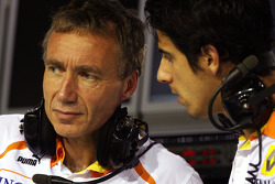 Bob Bell, Renault F1 Team, Team's managing director, Lucas di Grassi, test driver, Renault F1 Team