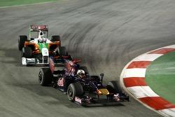 Jaime Alguersuari, Scuderia Toro Rosso leads Adrian Sutil, Force India F1 Team