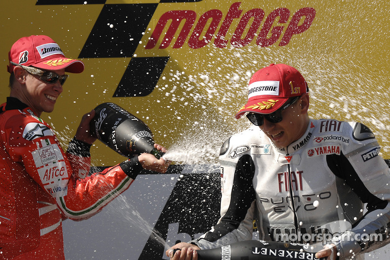 Podio: ganador de la carrera Jorge Lorenzo, Fiat Yamaha Team celebra con segundo lugar Casey Stoner, Ducati Marlboro Team