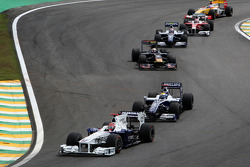 Robert Kubica, BMW Sauber F1 Team leads Nico Rosberg, WilliamsF1 Team