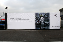Last week's victory of Jenson Button and his Formula1 world championship title is commercially well exploited by Mercedes Benz