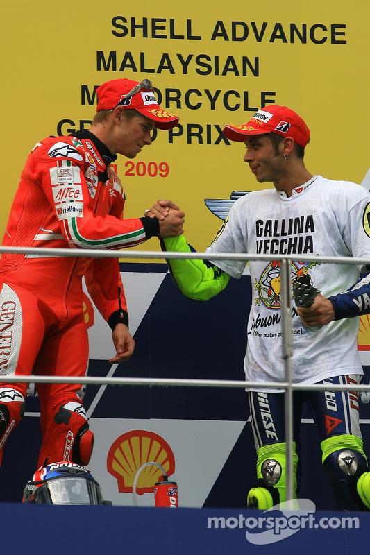 Podio: ganador de la carrera Casey Stoner, Ducati Marlboro Team con el tercer lugar y campeón 2009 d