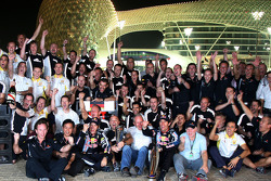 Celebración del equipo Red Bull Racing: Sebastian Vettel, Red Bull Racing celebra su victoria con Ma