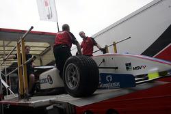 F2 Mechanics load the car of Julien Jousse into the trucks
