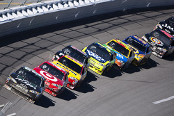 Dale Earnhardt Jr., Hendrick Motorsports Chevrolet leads the field
