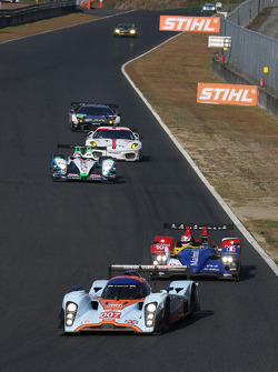 #007 Aston Martin Racing Lola Aston Martin: Stefan Mücke, Harold Primat leads #10 Team Oreca Matmut - AIM Courage-Oreca LC70 - AIM: Nicolas Lapierre, Loic Duval