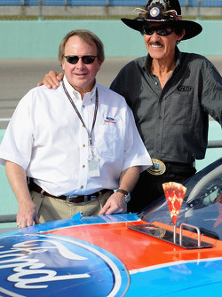 Richard Petty poses with Edsel Ford II on pit road