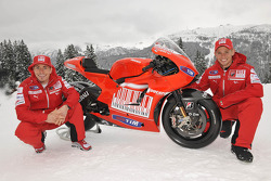 Nicky Hayden and Casey Stoner present the new Ducati Desmosedici GP10