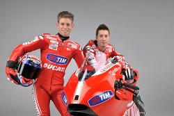 Casey Stoner en Nicky Hayden met de nieuwe Ducati Desmosedici GP10