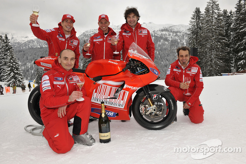 Claudio Domenicali, Nicky Hayden, Casey Stoner en Vittoriano Guareschi presenteert de nieuwe Ducati Desmosedici GP10