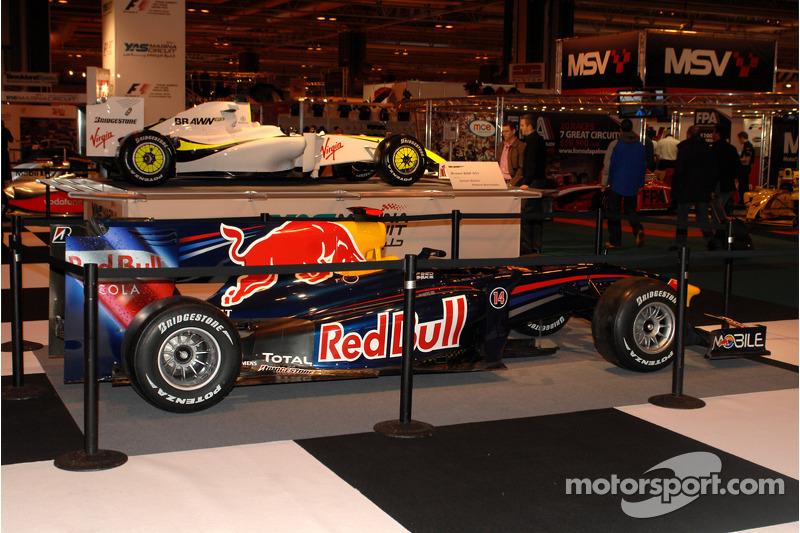 Red Bull F1 avec une Brawn GP en arrière-plan