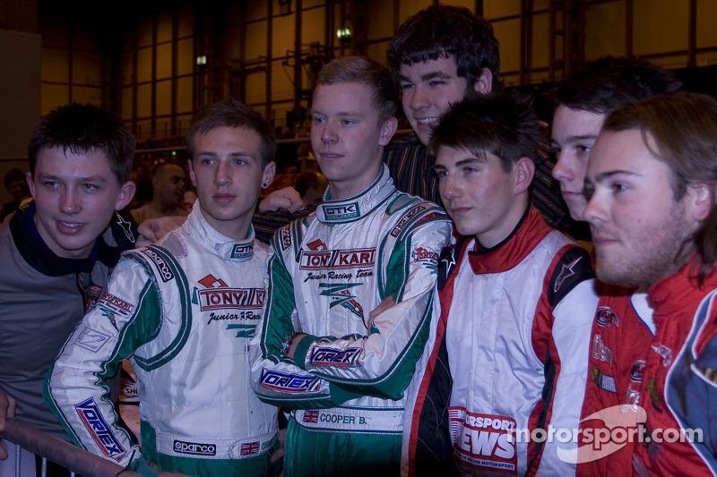 Des pilotes du Championnat du Monde de Karting lors de l'évènement caritatif