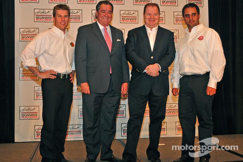 Jamie McMurray, pilote du Earnhardt Ganassi Racing, Felix Sabates, propriétaire, Chip Ganassi et Juan Pablo Montoya