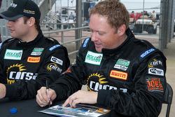 Corsa Team PR1 rijders zetten handtekening