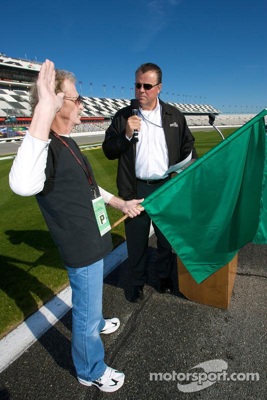 Speedweeks 2010 lancering: Daytona International Speedway president Robin Braig met de mayor of the Speedweeks 2010