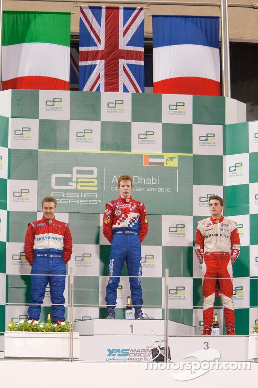 Oliver Turvey viert eerste zege GP2 Asia op podium met Davide Valsecchi en Jules Bianchi
