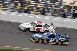 Kasey Kahne, Richard Petty Motorsports Ford passes Kurt Busch, Penske Racing Dodge for the lead