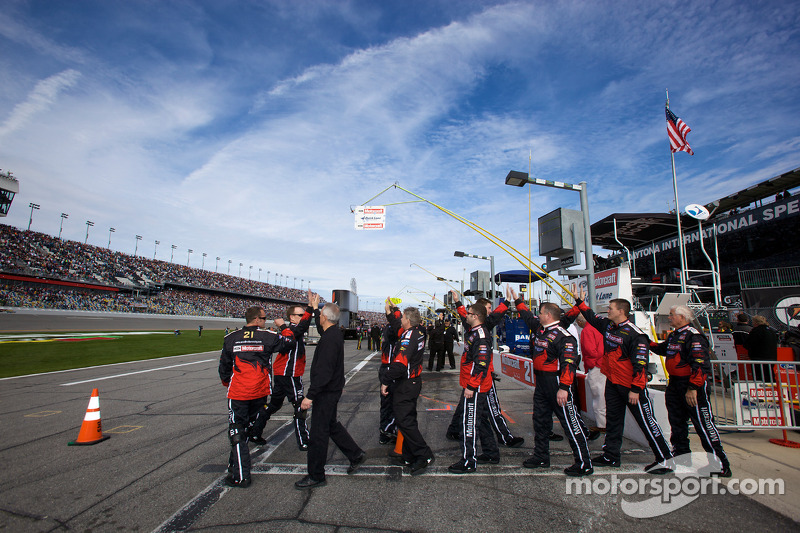 Wood Brothers Racing Ford crew