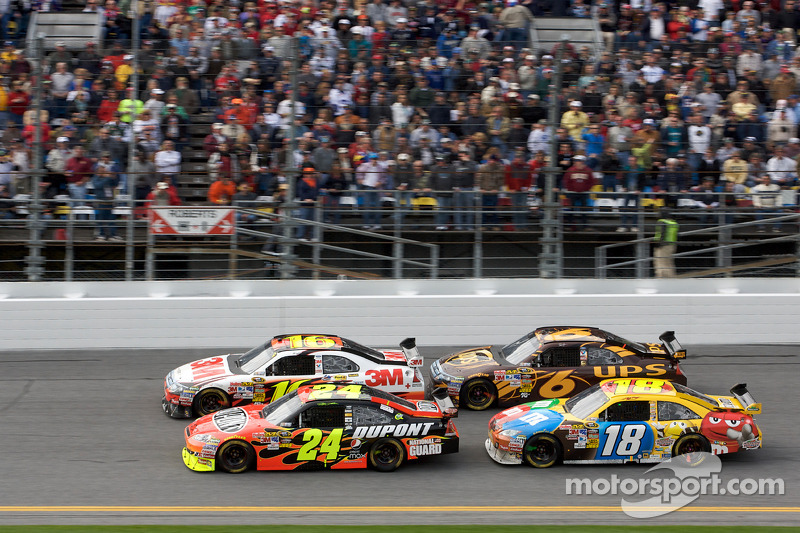 Herstart: Jeff Gordon, Hendrick Motorsports Chevrolet en Greg Biffle, Roush Fenway Racing Ford