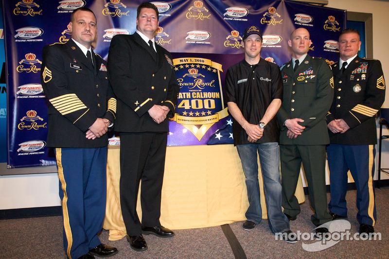Crown Royal persconferentie: Matt Kenseth, Roush Fenway Racing Ford en Heath Calhoun presenteert de