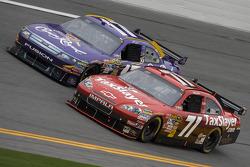 Bobby Labonte, TRG Motorsports Chevrolet and Matt Kenseth, Roush Fenway Racing Ford