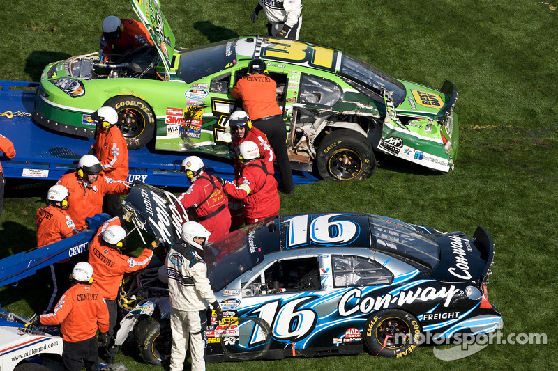 Auto's van Colin Braun en Stanton Barrett after the crash