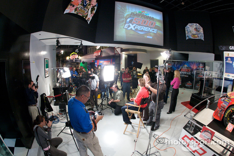 Ontbijten met de kampioen: 2010 Daytona 500 winnaar Jamie McMurray live op tv