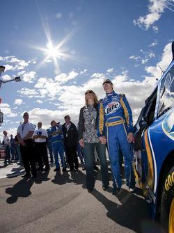 Kurt Busch, Penske Racing Dodge, met vrouw Eva