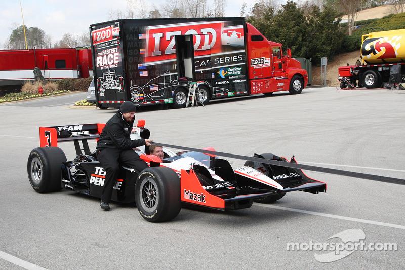 Auto van Helio Castroneves, Team Penske