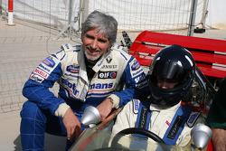 Damon Hill met zijn zoon Josh in zijn vader's Lotus