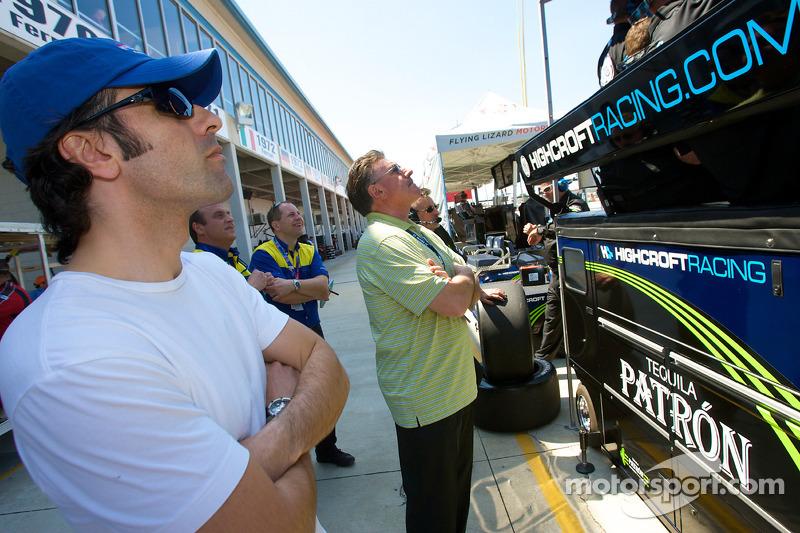 Dario Franchitti kijkt kwalificatie als zijn broer Marino in zijn vliegende ronde zit