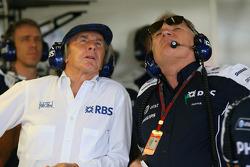 Sir Jackie Stewart, RBS Representitive ve Ex F1 Dünya Şampiyonu ve Patrick Head, WilliamsF1 Team, Direktör, mühendising